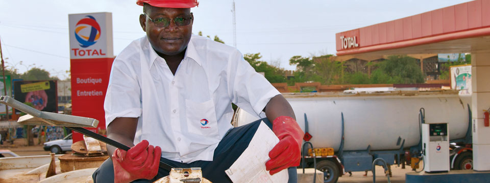 Total encourager le developpement economique et l'emploi