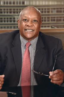 Total James Nganga, geologue senior au ministere de l'Energie et du Petrole